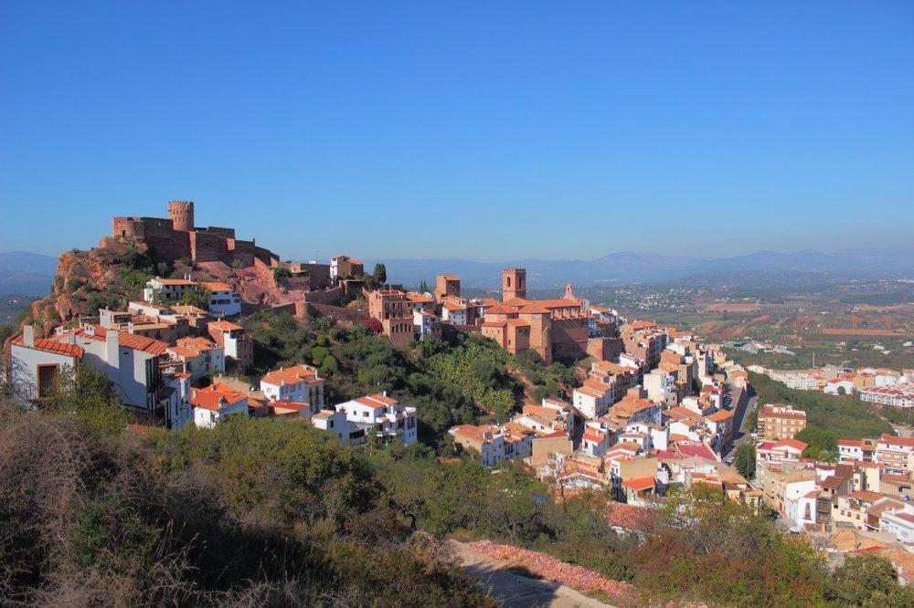 Visita Vilafamés Pueblo más bonito de España y duerme en la Casa Rural Mas de la Segarra.